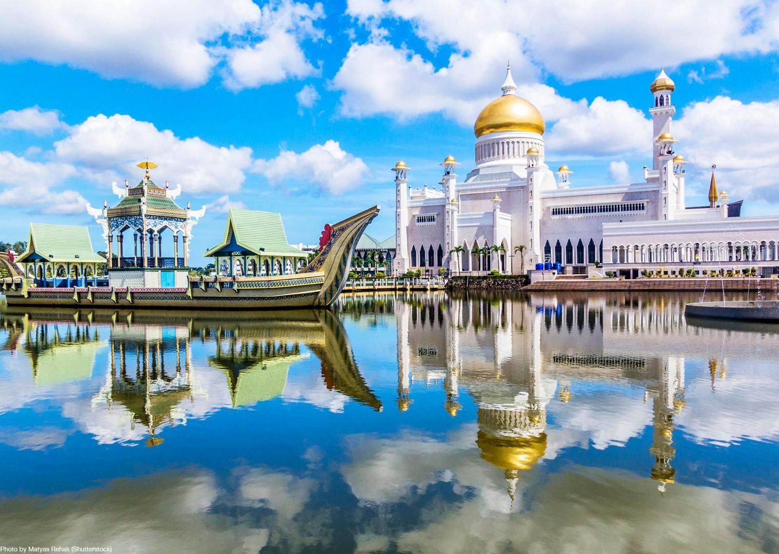 road-cycling-holiday-mosque-long-haul-borneo-saddle-skedaddle.jpg - Borneo - Sarawak to Sabah - Guided Road Cycling Holiday - Road Cycling
