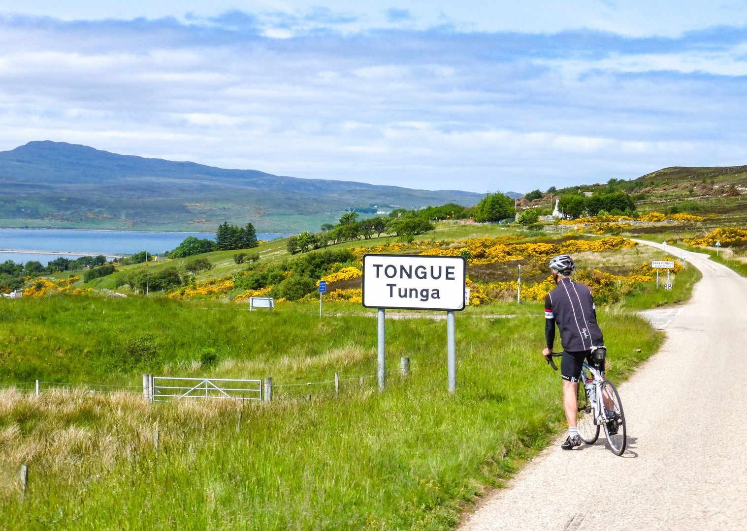 group-cycling-holiday-cycling-length-of-mainland-britain-bike-guided-saddle-skedaddle.jpg - UK - Land's End to John O'Groats Classic (16 days) - Guided Road Cycling Holiday - Road Cycling