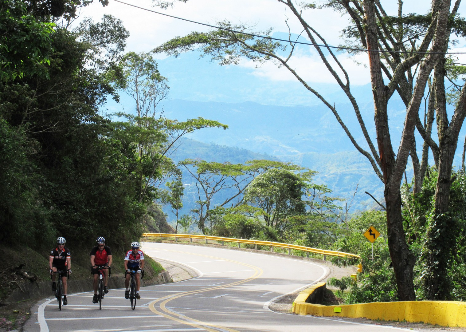 saddle-skedaddle-guided-road-cycling-holiday-emerald-mountains-colombia-caribbean-beaches.JPG - Colombia - Emerald Mountains - Road Cycling