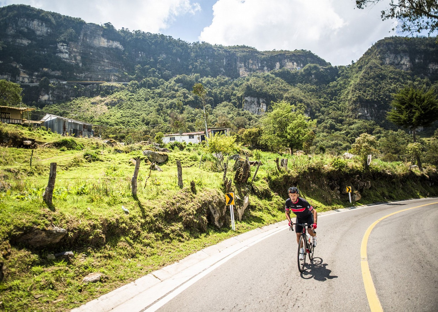 day_1_040.jpg - Colombia - Emerald Mountains - Road Cycling