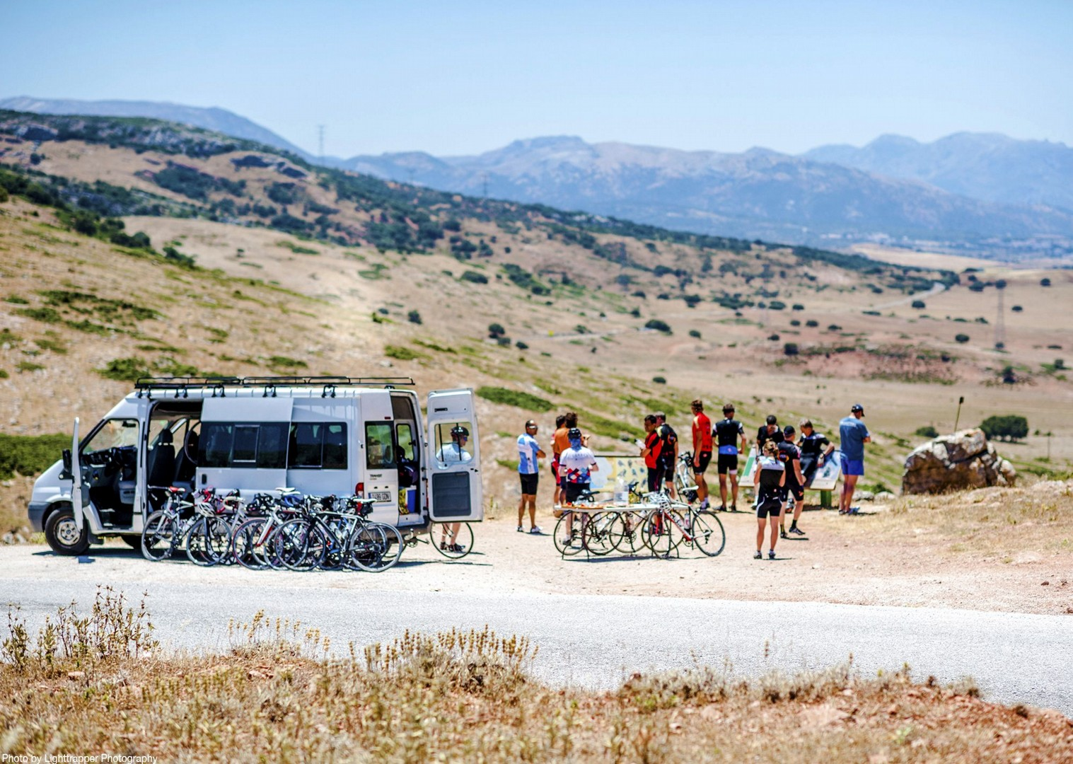 group-picnics-lunch-guided-tour-road-cycling-fun-spain.jpg - Southern Spain - Roads of Ronda - Guided Road Cycling Holiday - Road Cycling