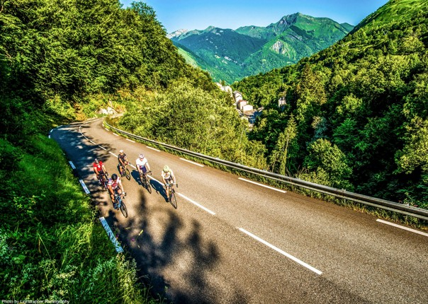 group-road-cycling-guided-challenge-in-french-pyrenees.jpg