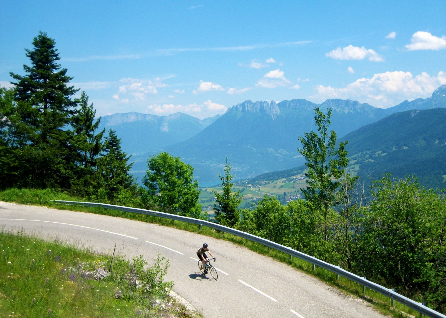 fast-descent-cycling-guided-road-adventure-alps-france-mont-velouz-to-alpe-dhuez.jpg - France - Alps - Mont Ventoux to Alpe d'Huez - Guided Road Cycling Holiday - Road Cycling