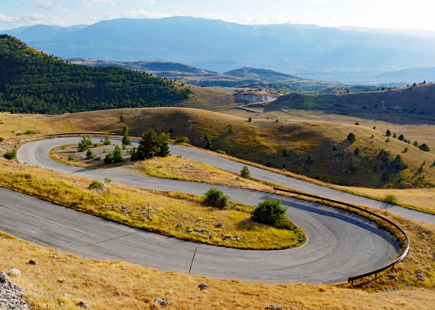 gran-sasso-hairpins-road-cycling-italy.jpg - Italy - Grand Traverse - North to South (17 days) - Guided Road Cycling Holiday - Road Cycling