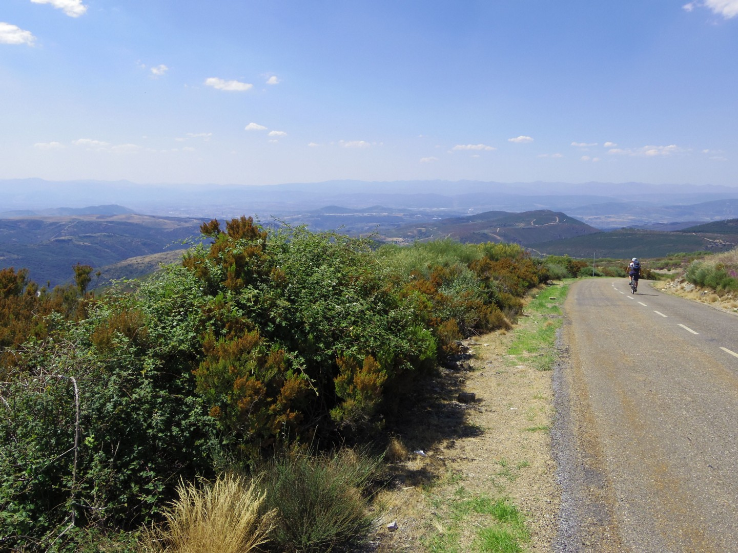 Riojanrolling5.jpg - Northern Spain - La Rioja - Ruta del Vino - Guided Road Cycling Holiday - Road Cycling