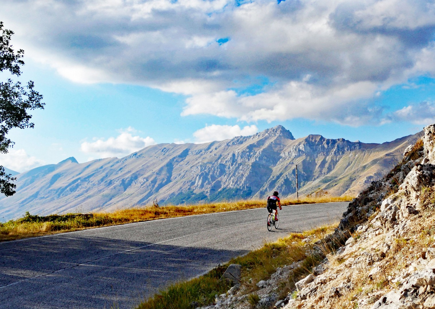 road-cycling-holiday-italy-abruzzo.jpg - Italy - Abruzzo - Appennini d'Abruzzo - Guided Road Cycling Holiday - Road Cycling