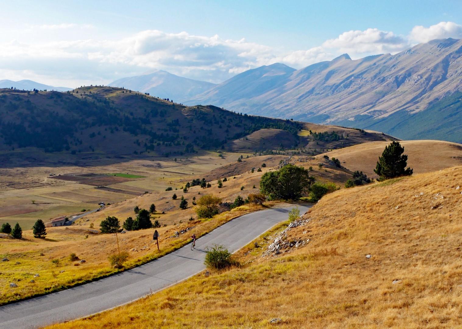 italy-abruzzo-appennini-dabruzzo-guided-road-cycling-holiday.jpg - Italy - Abruzzo - Appennini d'Abruzzo - Guided Road Cycling Holiday - Road Cycling