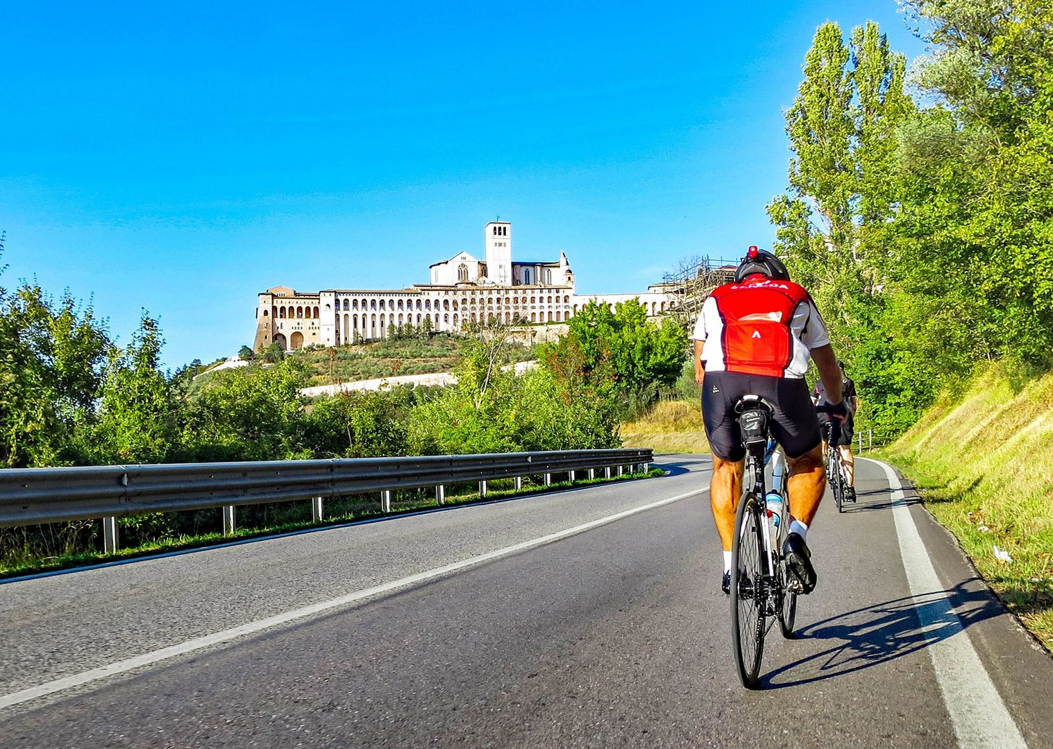 saddle-skedaddle-guided-road-cycling-ride-up-to-assisi-holiday.jpg - NEW! Italy - Coast to Coast - L'Adriatico al Tirreno - Road Cycling