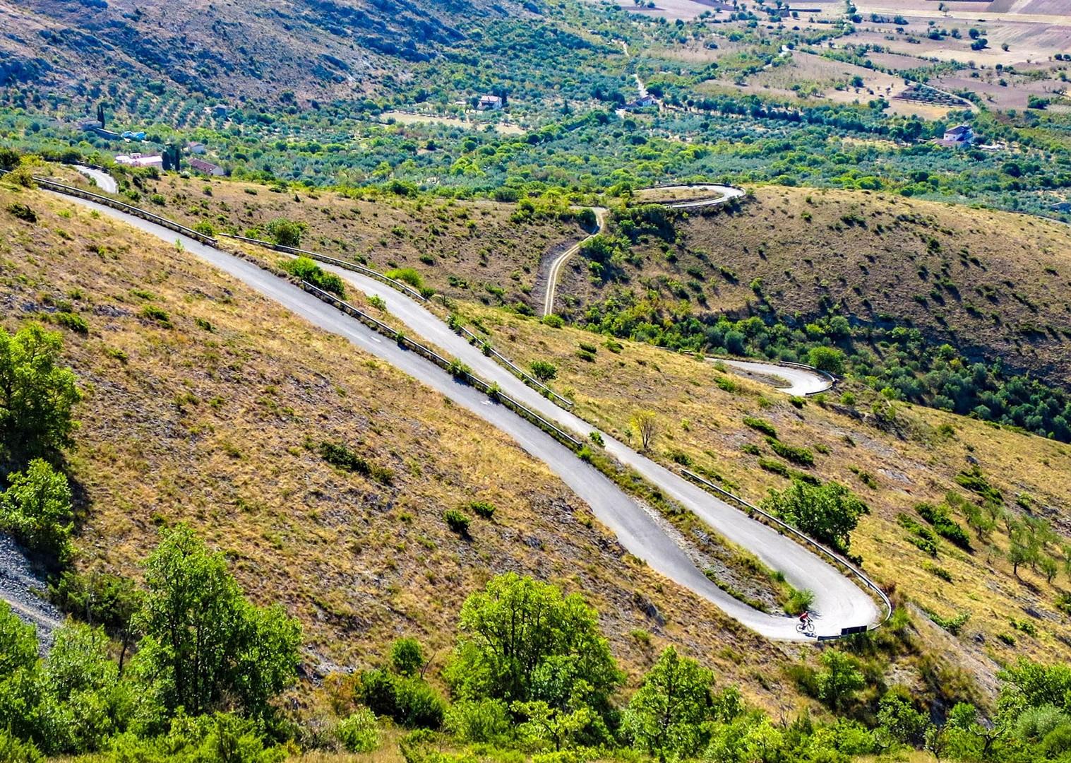 descent-italy-guided-road-cycling-holiday-coast-to-coast.jpg - NEW! Italy - Coast to Coast - L'Adriatico al Tirreno - Road Cycling