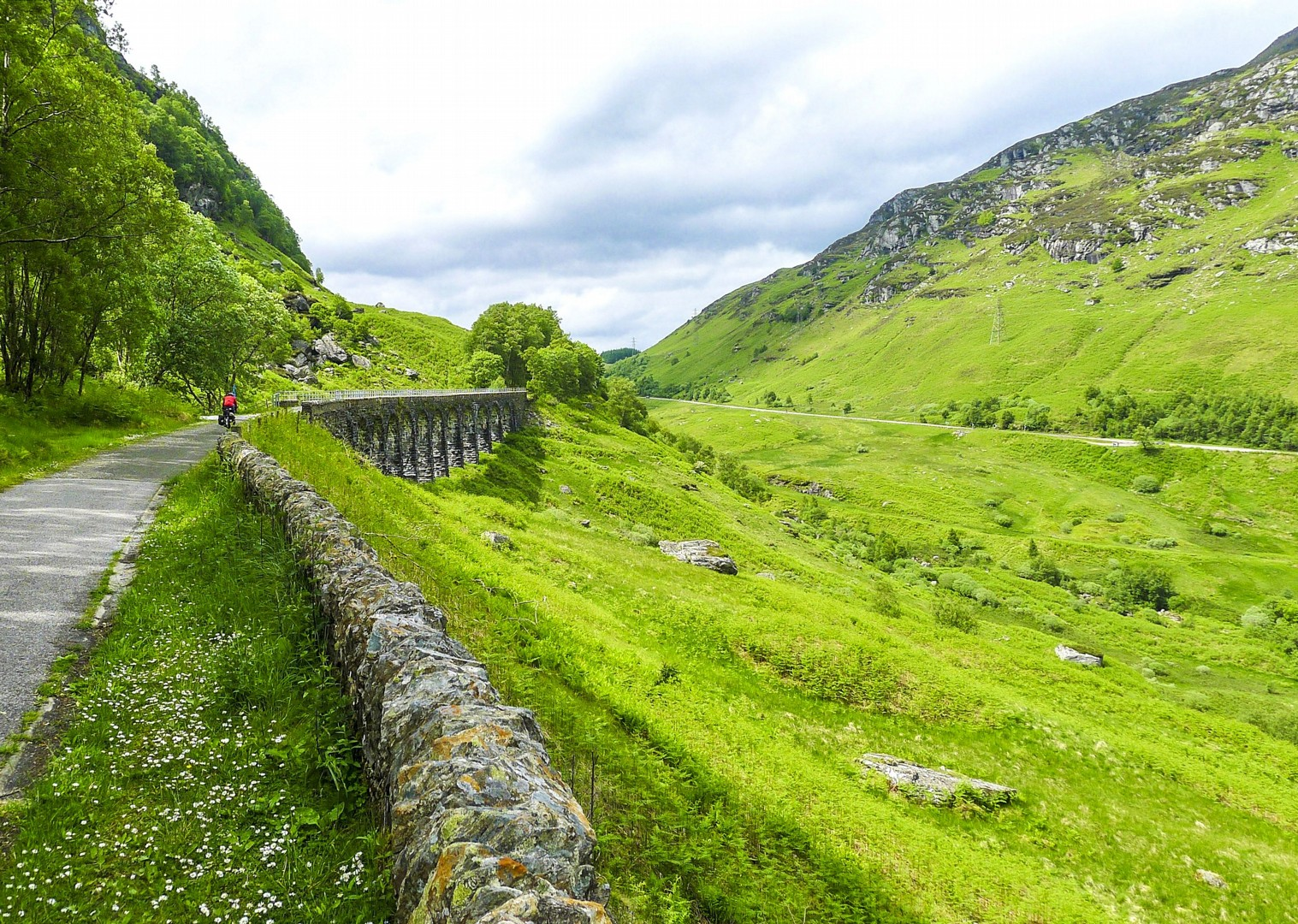 cycle-paths-uk-scotland-lochs-and-glens-countryside-tour-bike.jpg - NEW! UK - Scotland - Lochs and Glens - Guided Leisure Cycling Holiday - Leisure Cycling
