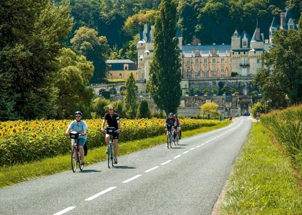 Château d'Ussé with bikes, Loire-photoshop.jpg