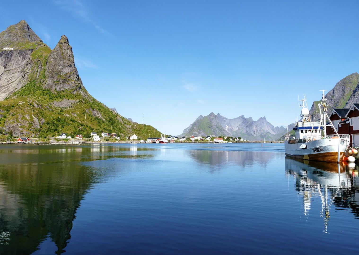 lesoure-cycling-holiday-lofoten-landscape.jpg - Norway - Lofoten Islands - Self-Guided Leisure Cycling Holiday - Leisure Cycling