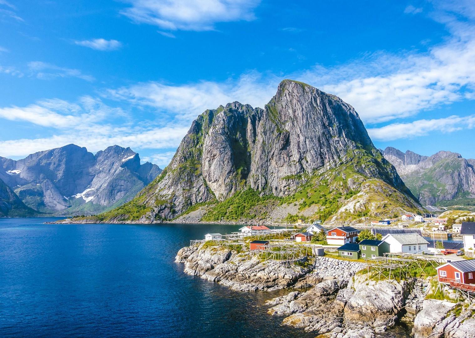 breathtaking-views-lofoten-islands-sea-cliffs-bike-holiday.jpg - Norway - Lofoten Islands - Self-Guided Leisure Cycling Holiday - Leisure Cycling