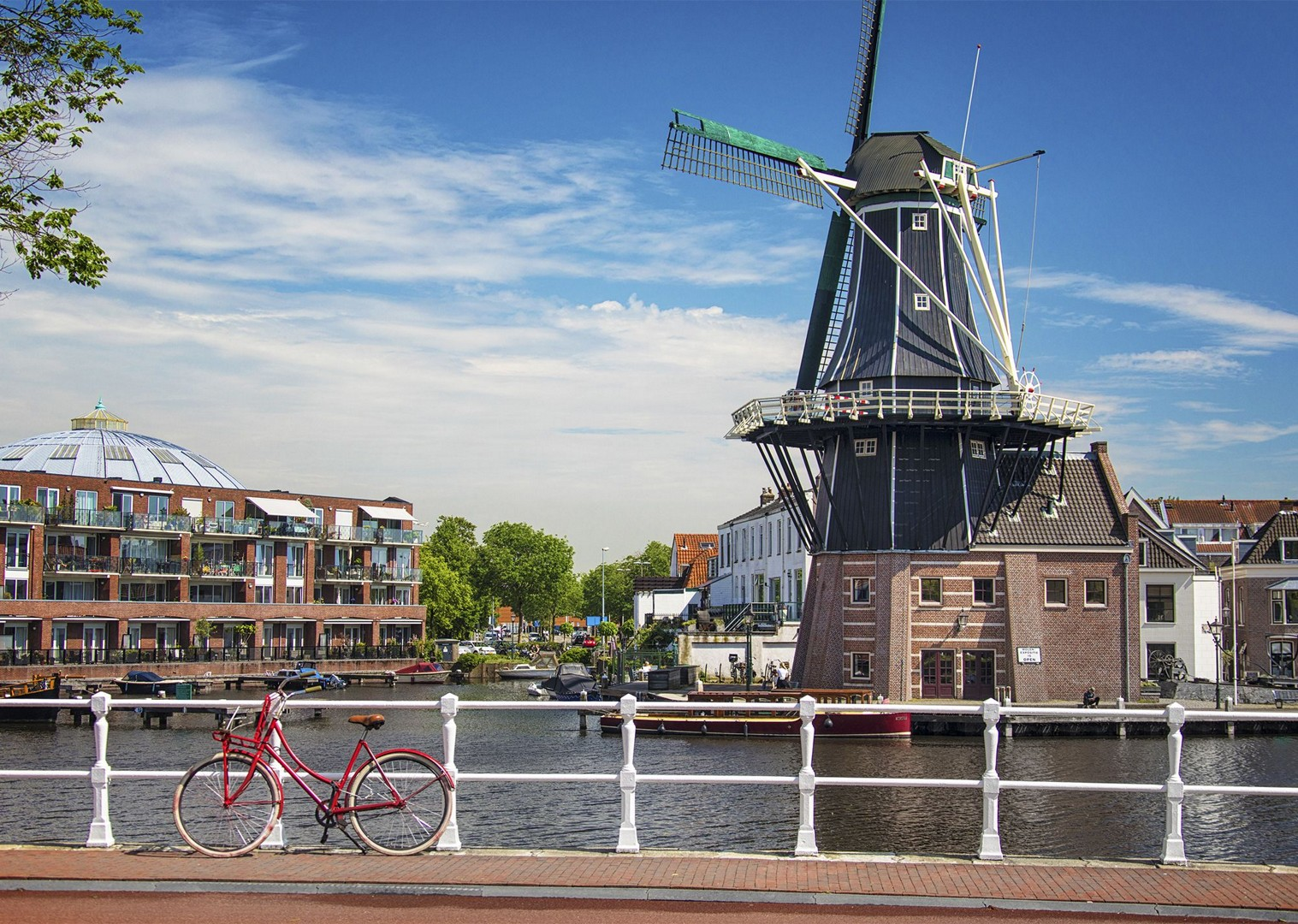 bike-route-past-classic-holland-windmill-landmarks.jpg - Holland - Green Heart - Bike and Barge Holiday - Leisure Cycling