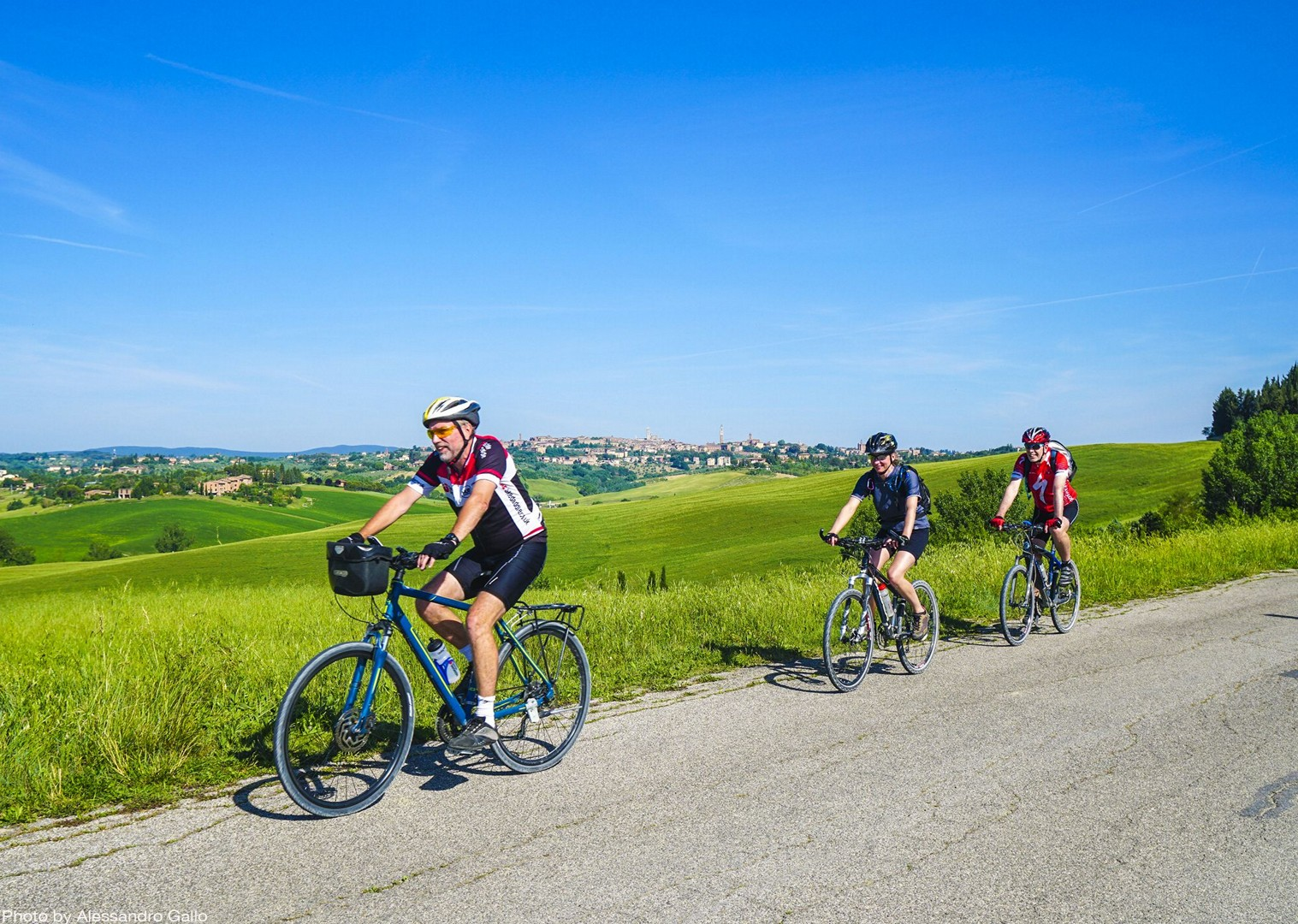 fun-group-cycling-tour-stunning-italian-hills.jpg - Italy - A Taste of Tuscany - Leisure Cycling