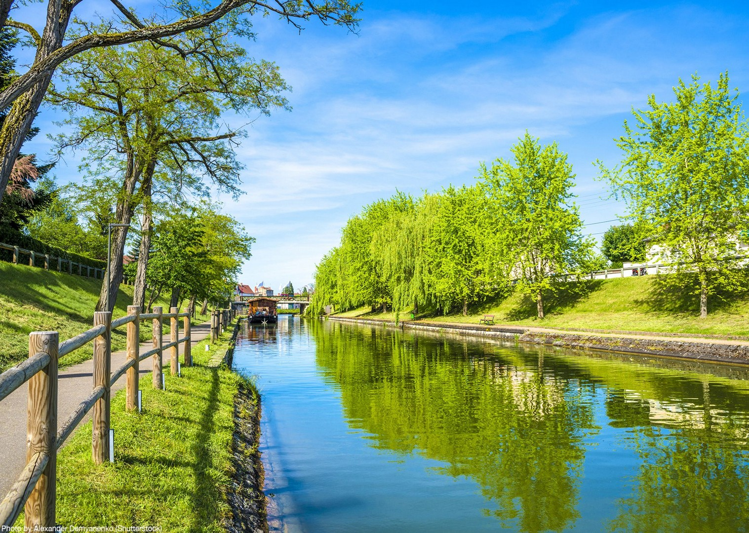 caves-and-canals-burgundy-canal-de-bourgogne-cycling-holiday-bikes.jpg - France - Burgundy - Caves and Canals - Self-Guided Leisure Cycling Holiday - Leisure Cycling
