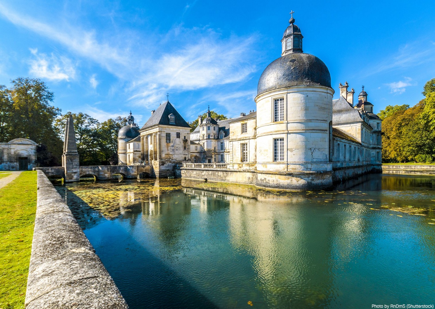 château-de-tanlay-burgundy-france-saddle-skedaddle-cycling-tour.jpg - France - Burgundy - Caves and Canals - Self-Guided Leisure Cycling Holiday - Leisure Cycling