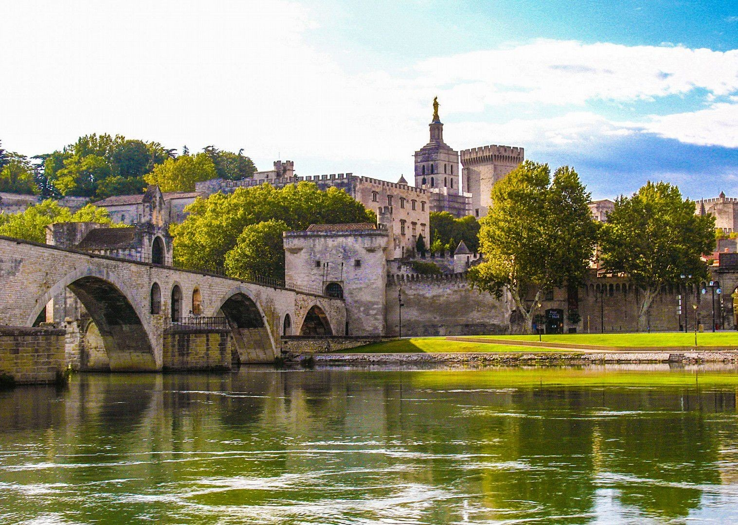 aigues-mortes-to-avignon-palais-des-papes-bike-and-boat-tour.jpg - France - Provence - Self-Guided Leisure Cycling Holiday - Leisure Cycling