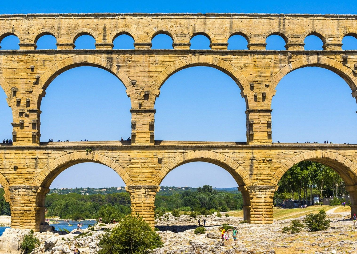 vers-pont-du-gard-france-cycling-holiday-saddle-skedaddle-cultural-fun.jpg - France - Provence - Self-Guided Leisure Cycling Holiday - Leisure Cycling