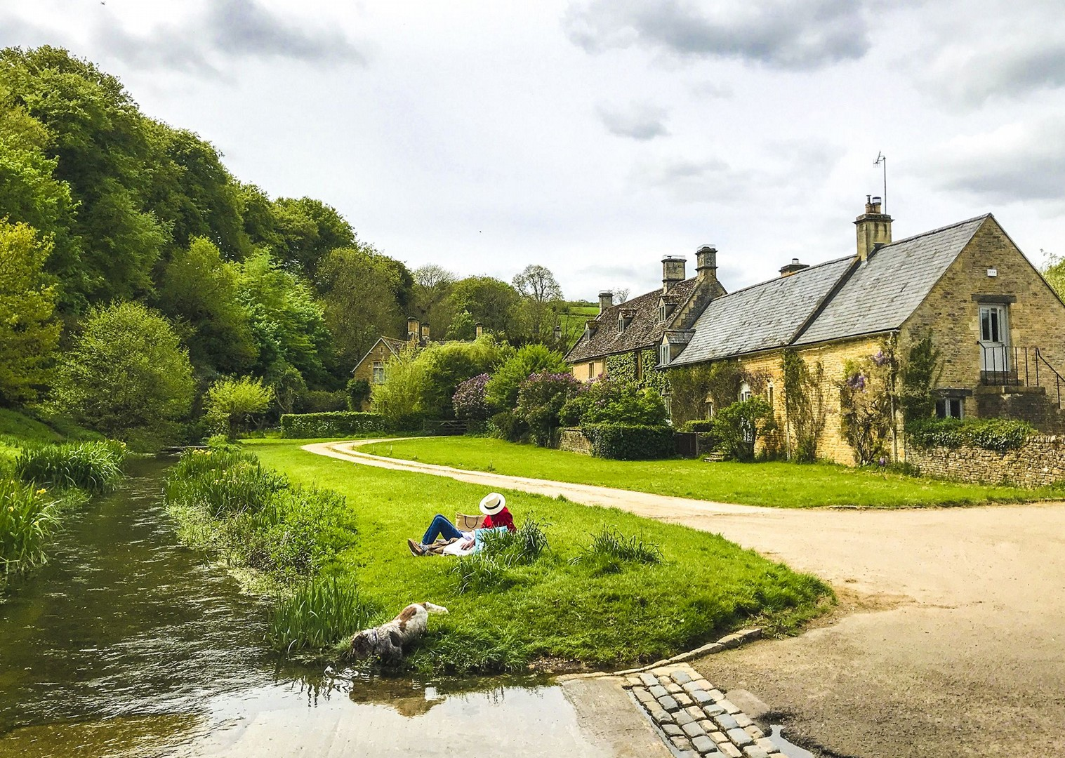 saddle-skedaddle-bourton-on-the-water-guided-leisure-cycling-holiday-uk-fun-picnics.jpg - UK - Cotswolds - Bourton-on-the-Water - Guided Leisure Cycling Holiday - Leisure Cycling
