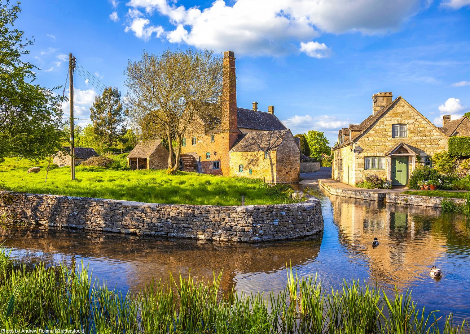 villages-south-uk-fun-family-friends-cycling-bike-holiday-tour-saddle-skedaddle.jpg - UK - Cotswolds - Bourton-on-the-Water - Guided Leisure Cycling Holiday - Leisure Cycling