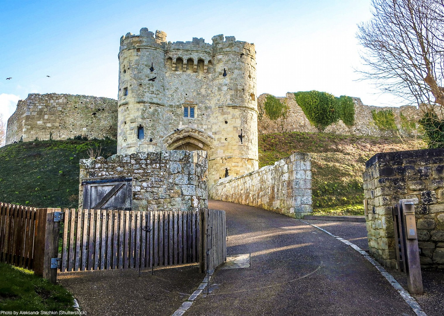carisbrooke-castle-isle-of-wight-discover-culture-cycling-tour.jpg - UK - Isle of Wight - Freshwater Bay - Self-Guided Leisure Cycling Holiday - Leisure Cycling
