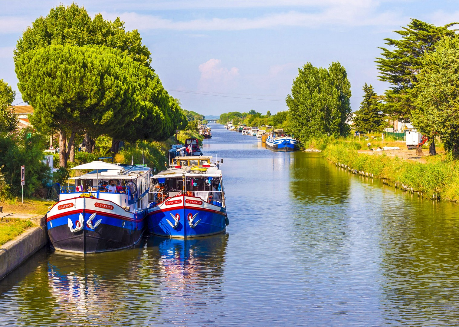provence-aigues-mortes-to-avignon-bike-and-boat-cycling-tour.jpg - France - Provence - Aigues-Mortes to Avignon - Bike and Barge Holiday - Leisure Cycling