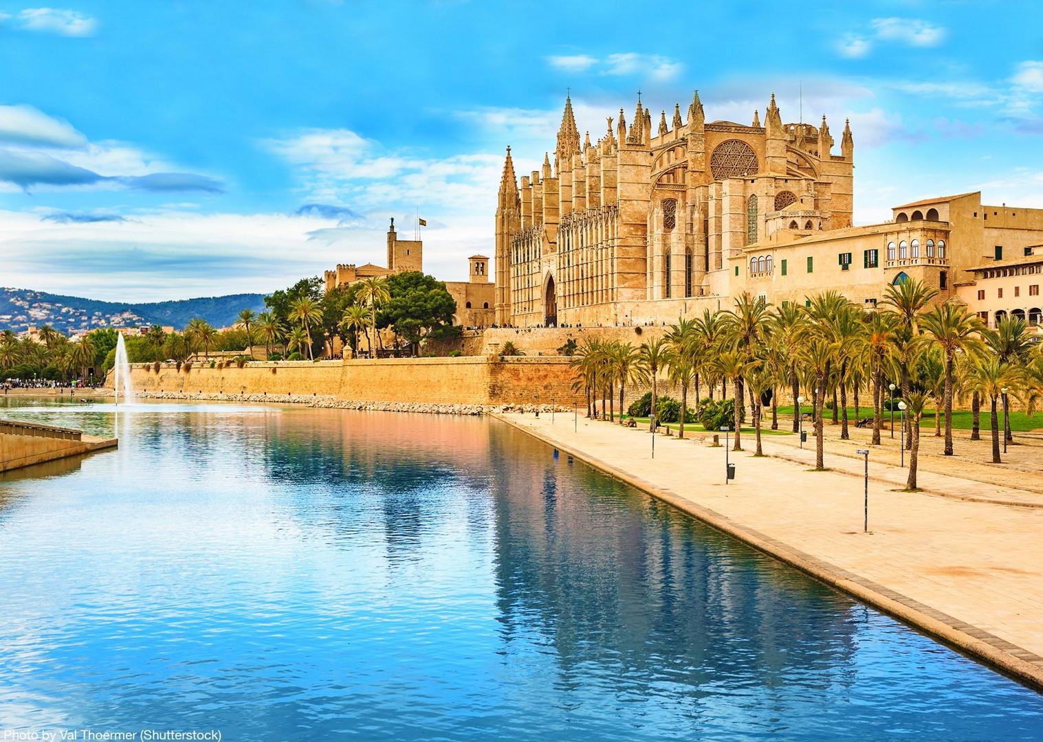 catedral-basílica-de-santa-maría-de-mallorca-self-guided-cycling-tour.jpg - Spain - Mallorca - Self-Guided Leisure Cycling Holiday - Leisure Cycling