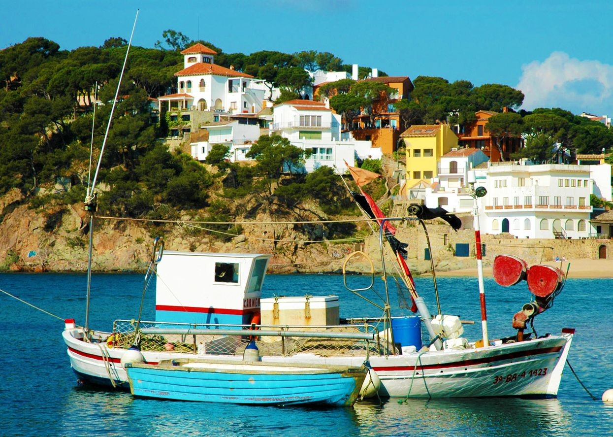 arrive-at-the-coast-and-enjoy-the-traditonal-fishing-towns.jpg - Spain - Greenways of Catalonia - Self-Guided Leisure Cycling Holiday - Leisure Cycling