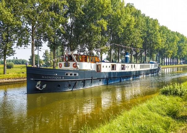 comfortable-luxury-boat-accommodation-cycling-tour-saddle-skedaddle.jpg