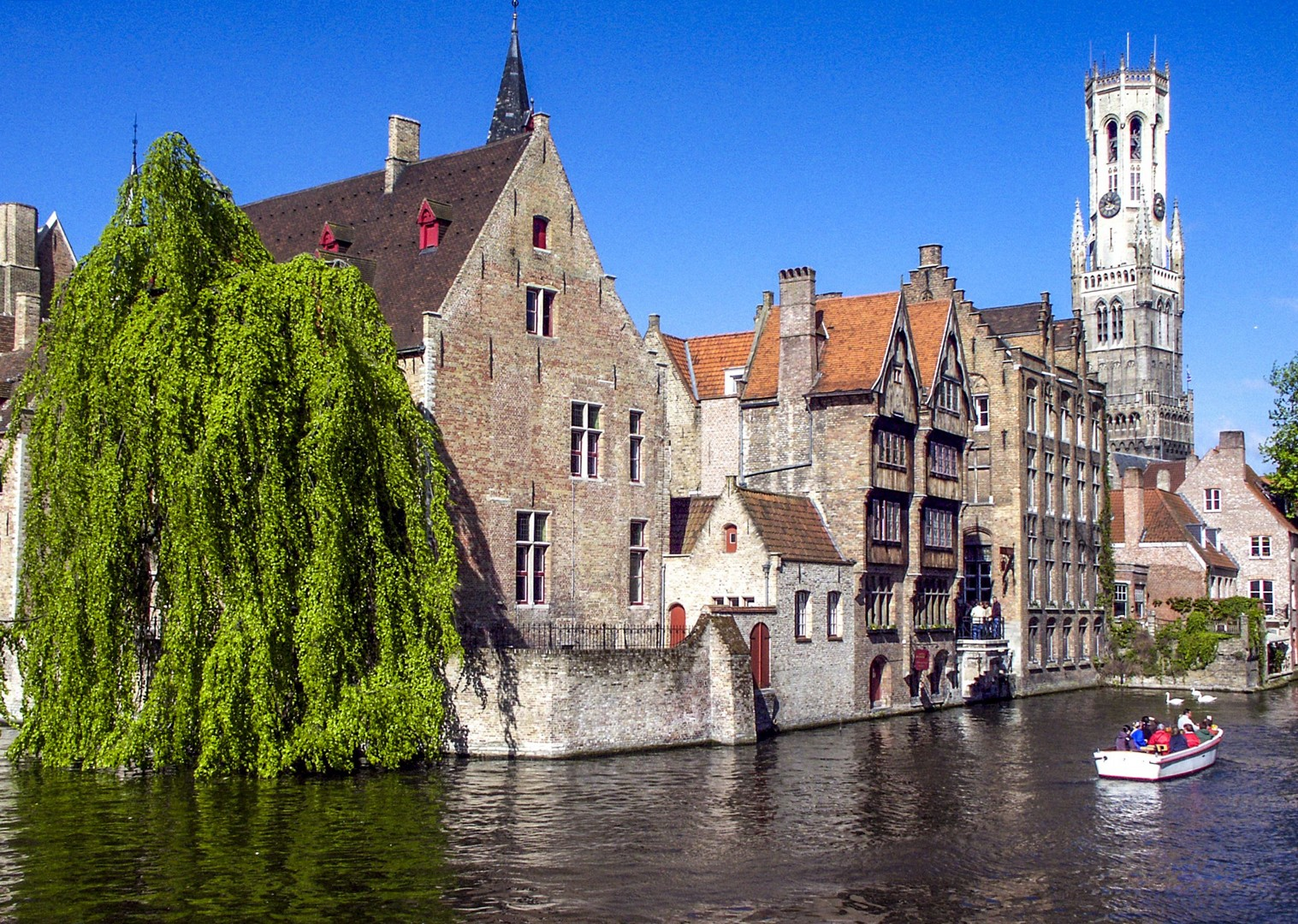 bruges-canals-bike-and-boat-amsterdam-skedaddle-comfortable-accommodation.jpg - Holland and Belgium - Bruges to Amsterdam - Premium Bike and Barge Holiday - Leisure Cycling