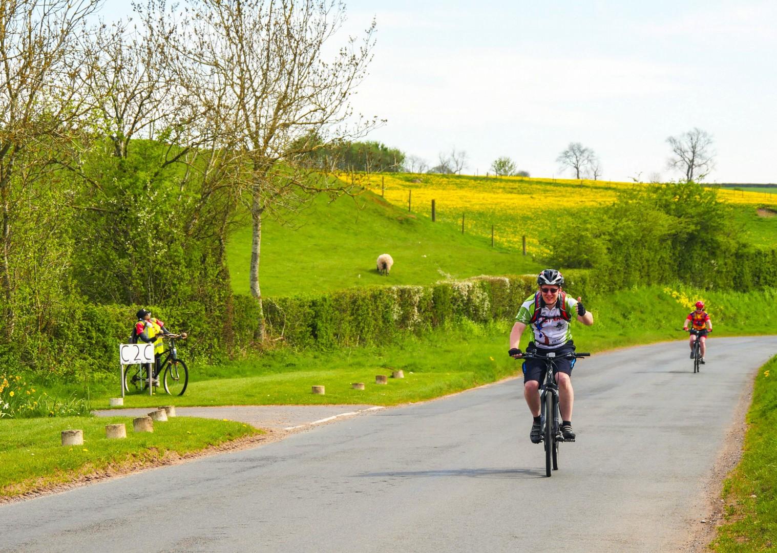 british-fields-rural-cyclepaths-bike-leisure-self-guided-green.jpg - UK - C2C - Coast to Coast 4 Days Cycling - Self-Guided Leisure Cycling Holiday - Leisure Cycling