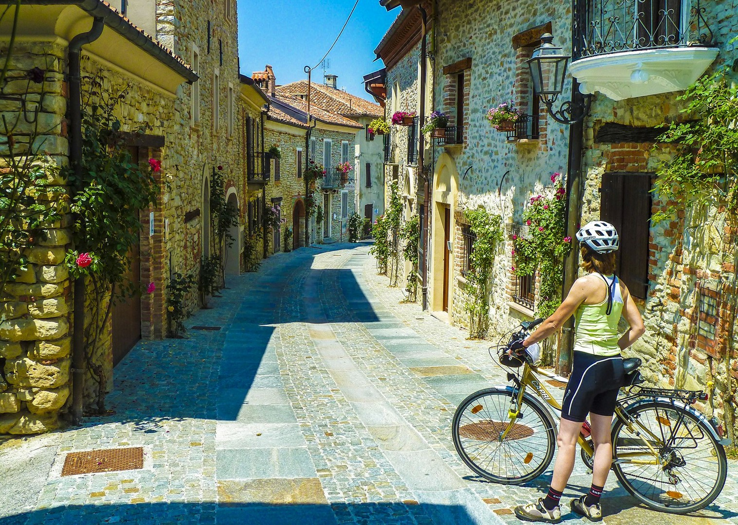 explore-culture-traditional-italy-piemonte-cycling-holiday-self-guided.jpg - Italy - Piemonte - Vineyards and Views - Self-Guided Leisure Cycling Holiday - Leisure Cycling