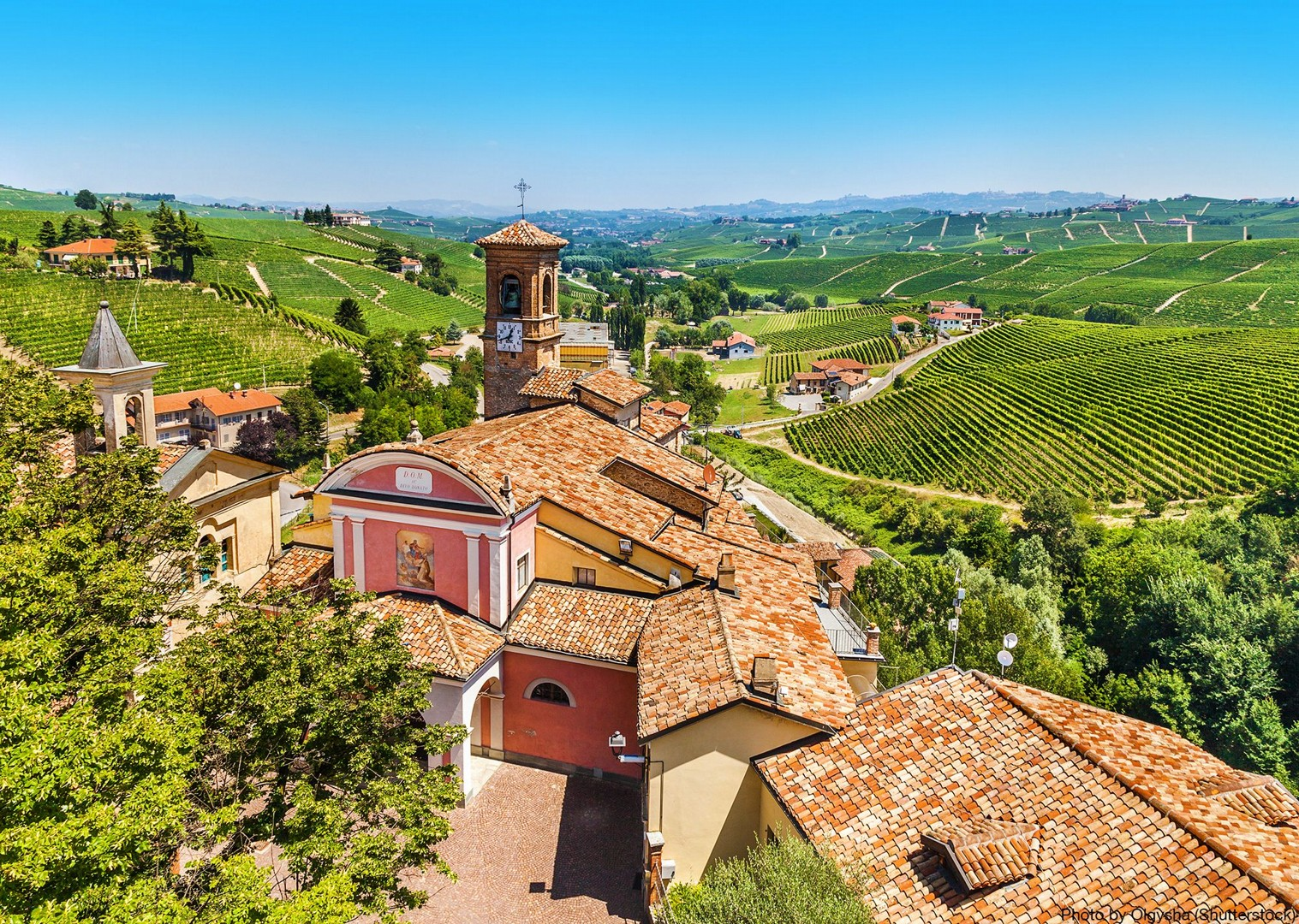 canale-barolo-alba-asti-regions-of-italy-tour-on-bikes-skedaddle.jpg - Italy - Piemonte - Vineyards and Views - Self-Guided Leisure Cycling Holiday - Leisure Cycling