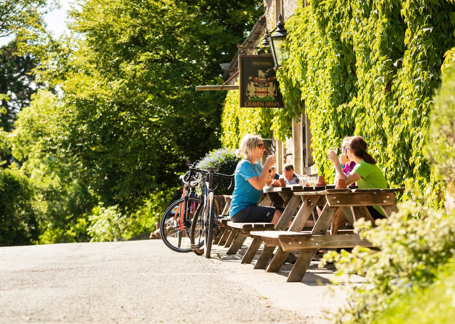 local-pubs-cuisine-british-cycling-for-fun.jpg - UK - Way of the Roses 5 Days Cycling - Self-Guided Leisure Cycling Holiday - Leisure Cycling