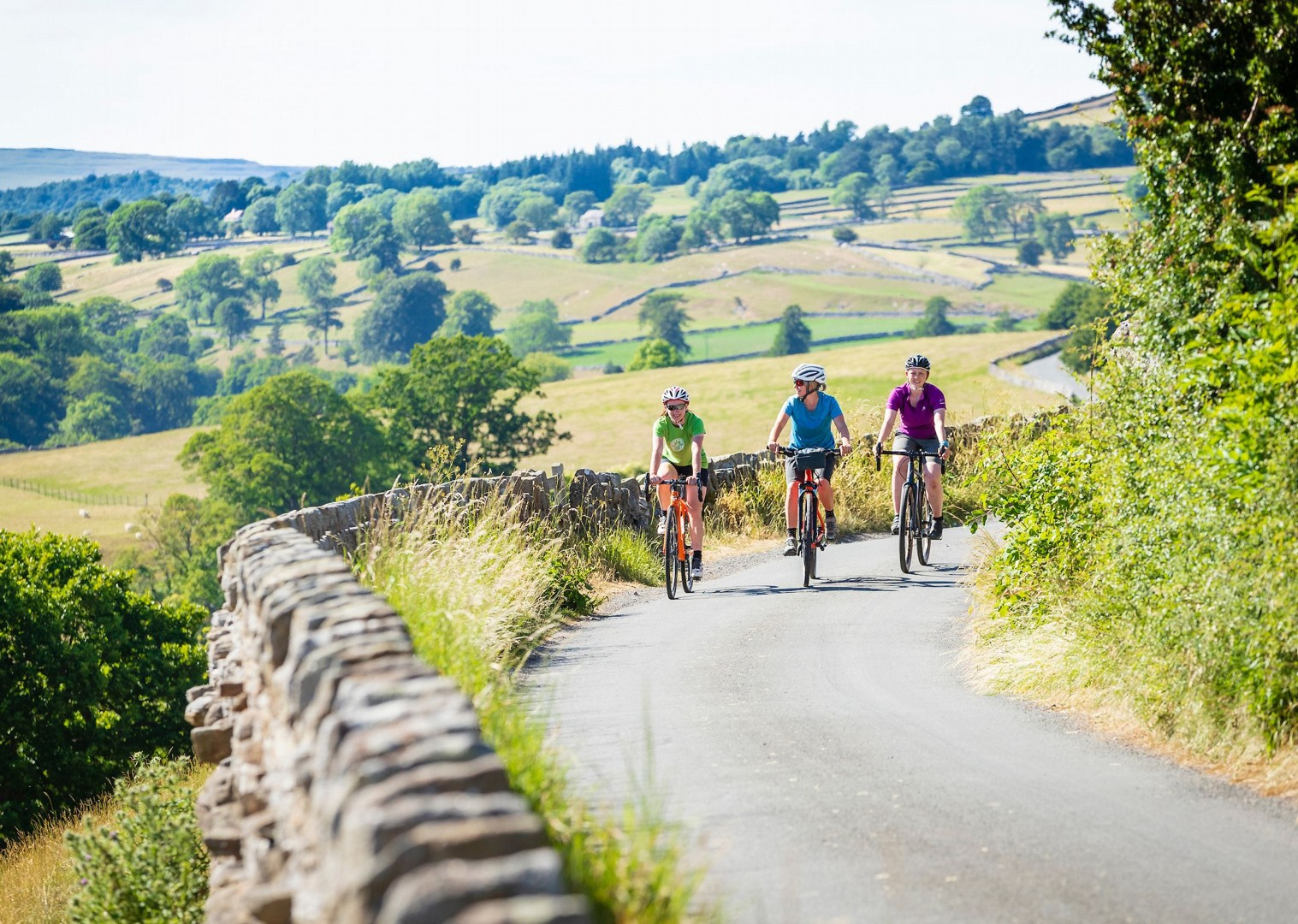 country-roads-cycling-in-the-uk-leisure.jpg - UK - Way of the Roses 5 Days Cycling - Self-Guided Leisure Cycling Holiday - Leisure Cycling