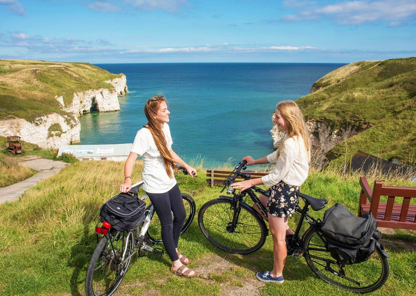flamborough-cliffs-yorkshire-ride-bike-uk.jpg - UK - Yorkshire Wolds - 5 Days Cycling - Self-Guided Leisure Cycling Holiday - Leisure Cycling