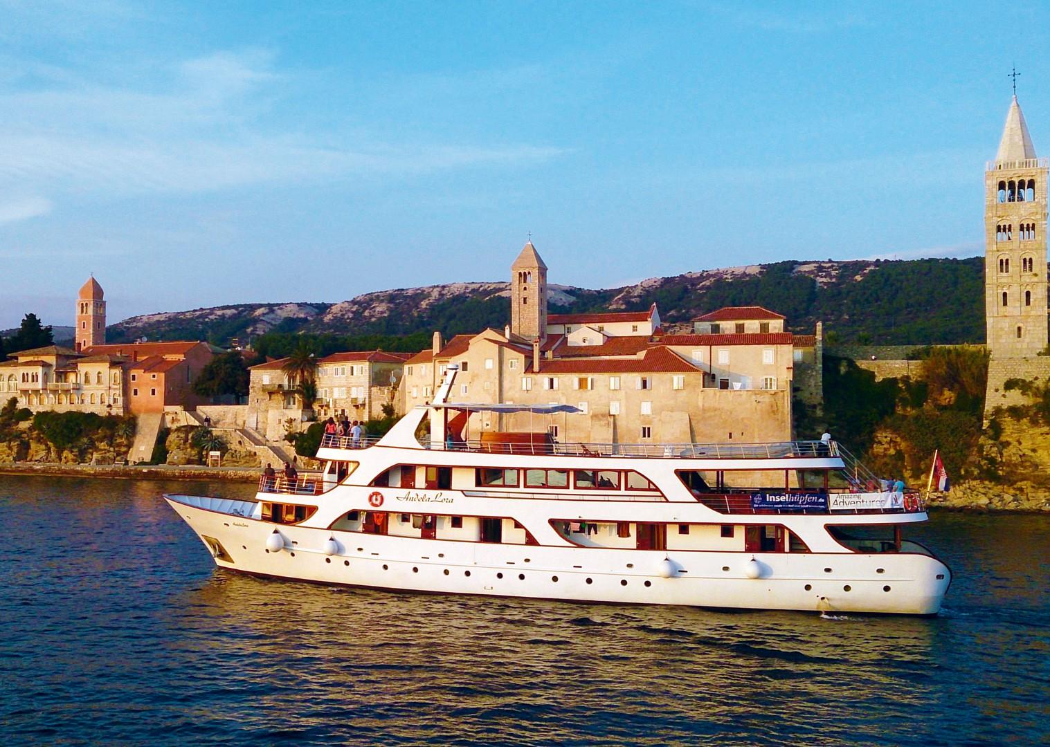 luxury-yacht-holiday-accommodation-cycle-croatia.jpg - Croatia - Kvarner Bay - Bike and Boat Holiday - Leisure Cycling