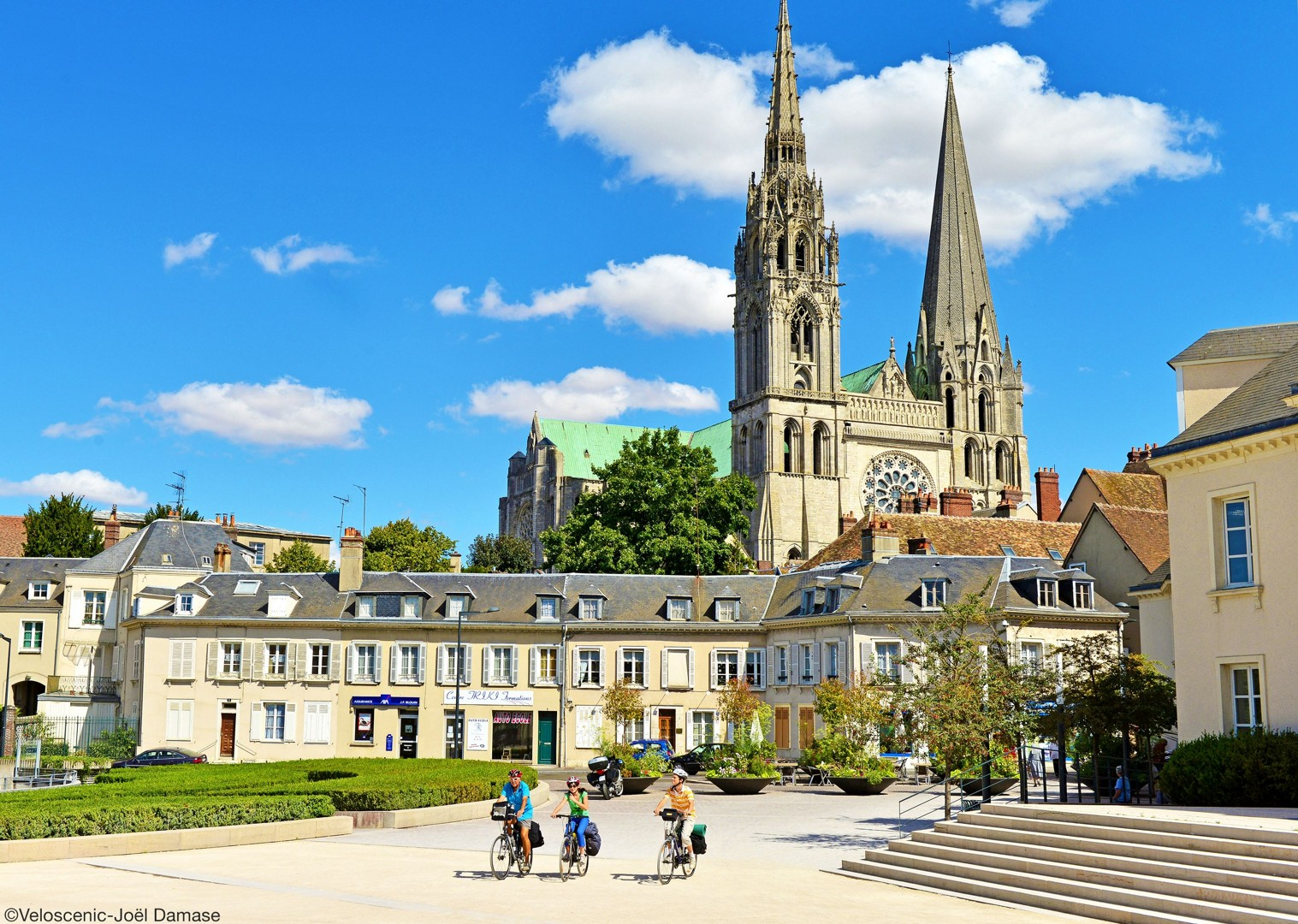 chartres-france-cycling-leisure-holiday-culture-paris.jpg - France - Versailles to Mont Saint Michel - Self-Guided Leisure Cycling Holiday - Leisure Cycling