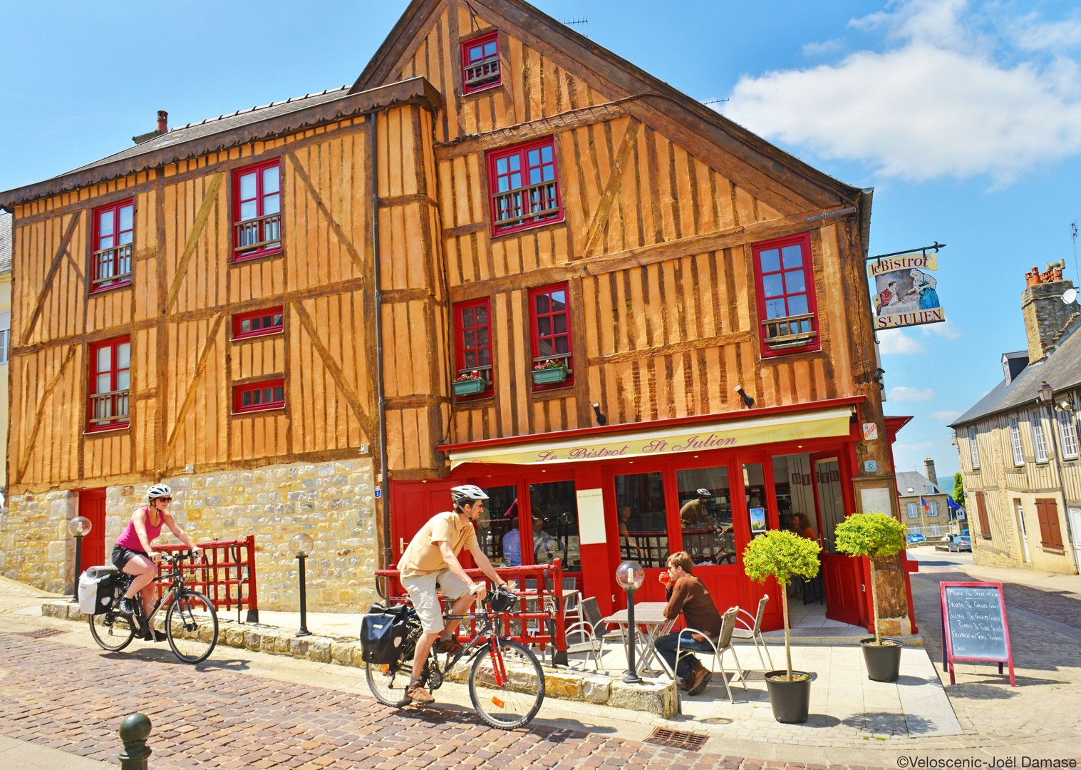 france-leisure-cycling-holiday-culture-houses-quality-accommodation.jpg - France - Versailles to Mont Saint Michel - Self-Guided Leisure Cycling Holiday - Leisure Cycling