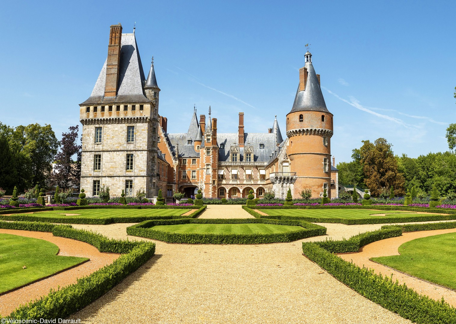 maintenon-veloscenie-france-biking-leisure-holiday.jpg - France - Versailles to Mont Saint Michel - Self-Guided Leisure Cycling Holiday - Leisure Cycling