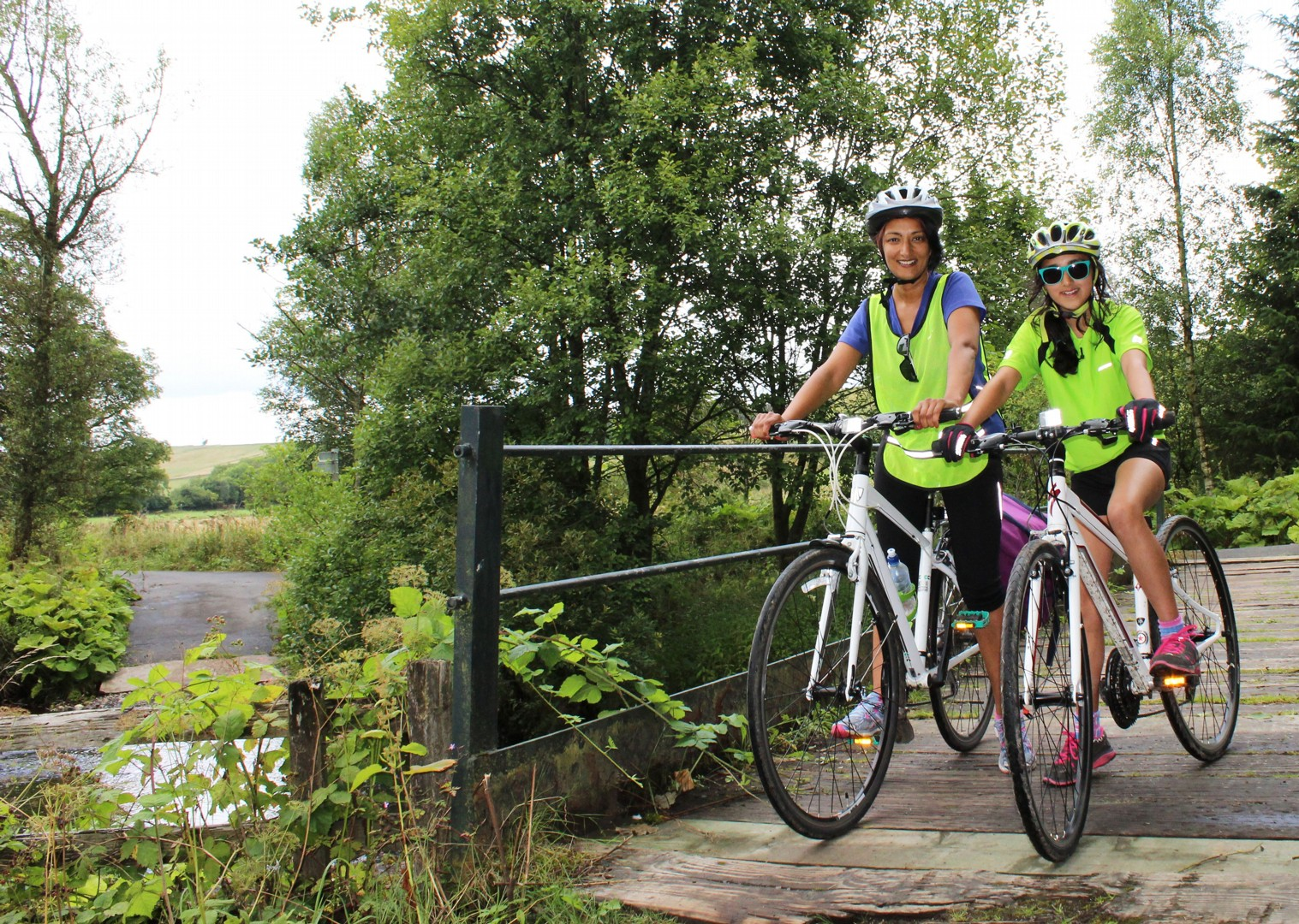 supported-guide-family-cycling-holiday-uk.jpg - UK - Hadrian's Cycleway 4 Day - Supported Family Cycling Holiday - Family Cycling