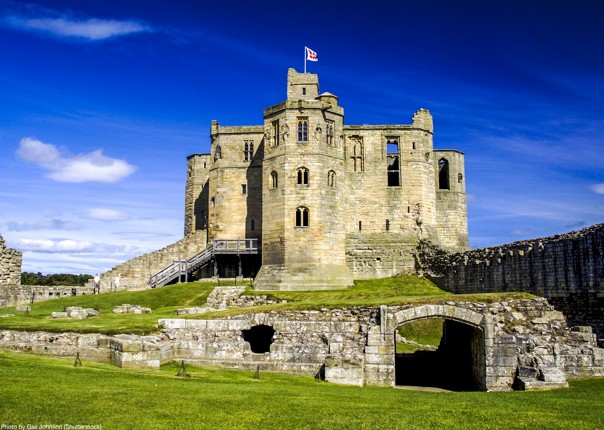 uk-traditional-castles-bamburgh-dunstanburgh-newton-by-the-sea-cycling-holiday.jpg