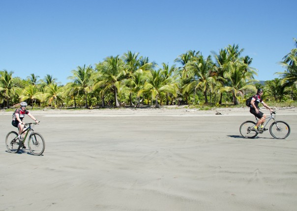 guided-family-cycling-holiday-costa-rica.jpg
